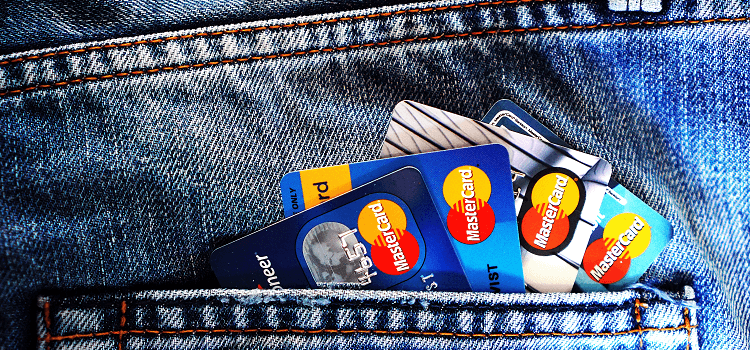 כרטיס אשראי נוסף או חור בכיס? זה רק משחק מילים!
