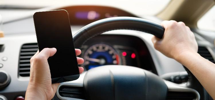 באיזה אופן מותר לדבר בפלאפון בנהיגה ומתי אסור? - רכב זה כאן!